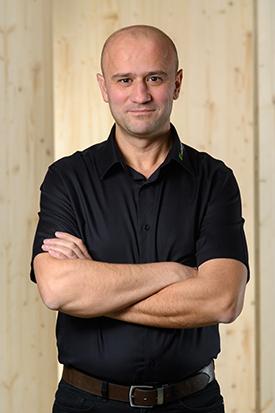 Hübscher Holzbau Mitarbeiter Taner Kiraz