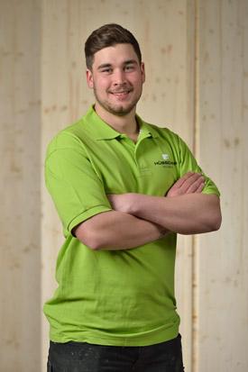 Hübscher Holzbau Mitarbeiter Andri Deola