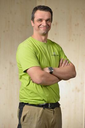 Hübscher Holzbau Mitarbeiter Kemal Murati